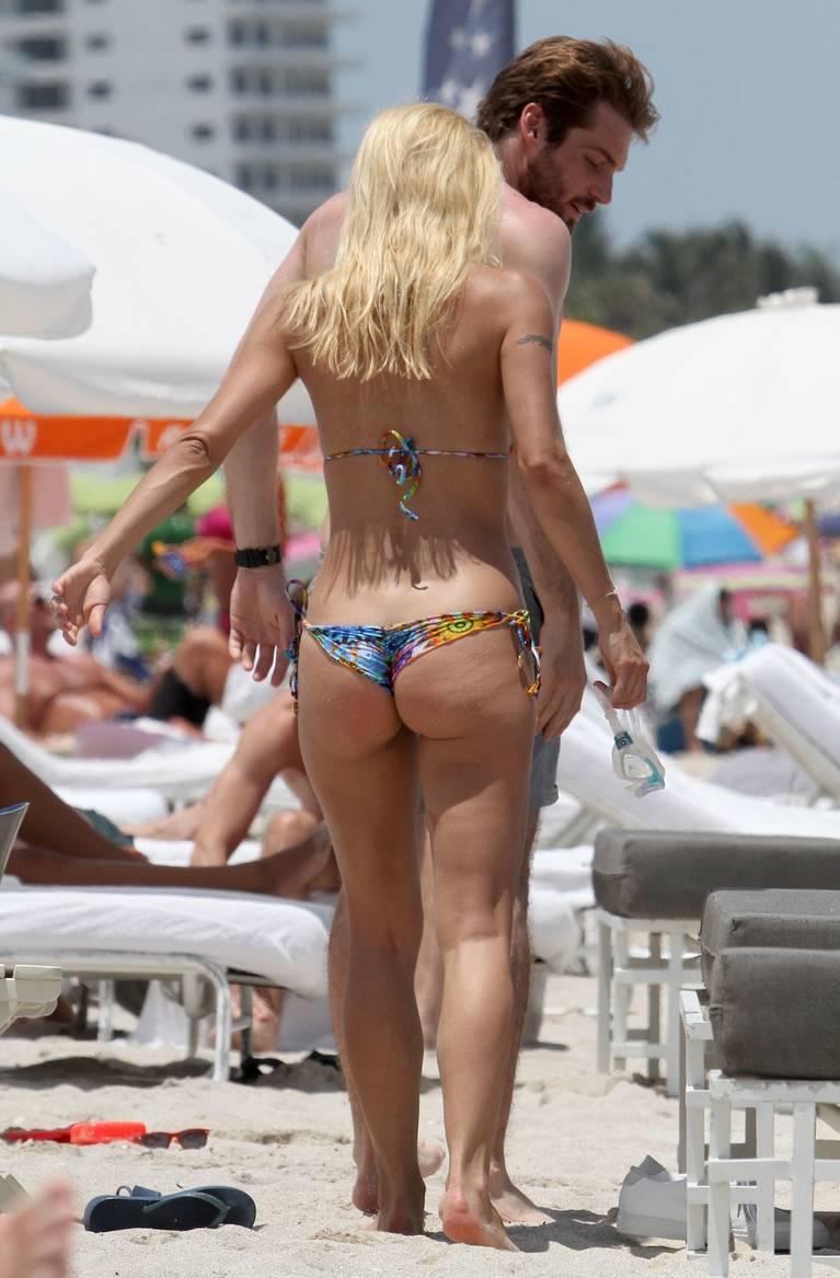 Michelle Hunziker Nude Sexy Topless 121