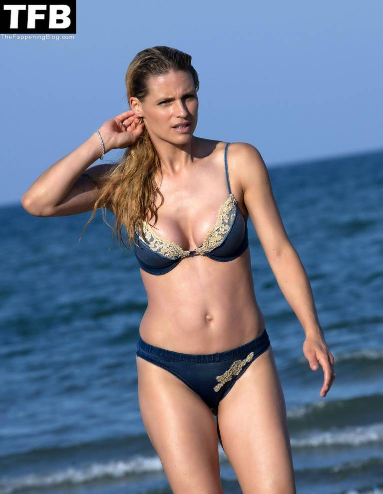 Michelle Hunziker Nude Sexy Topless 132