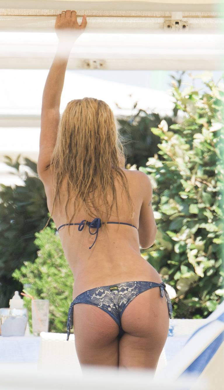 Michelle Hunziker Nude Sexy Topless 150