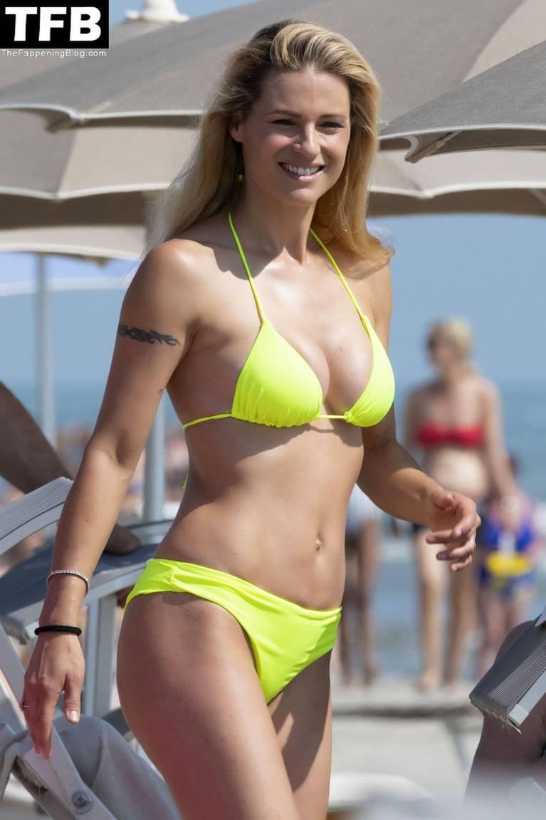 Michelle Hunziker Nude Sexy Topless 154