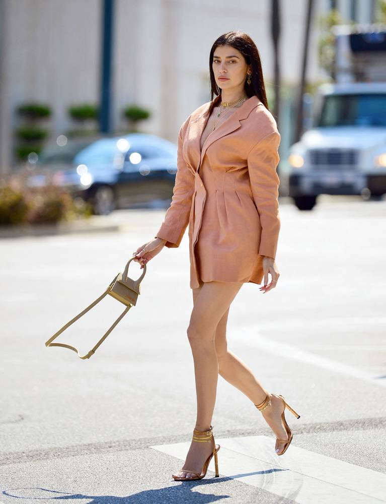Nicole Williams Legs 1