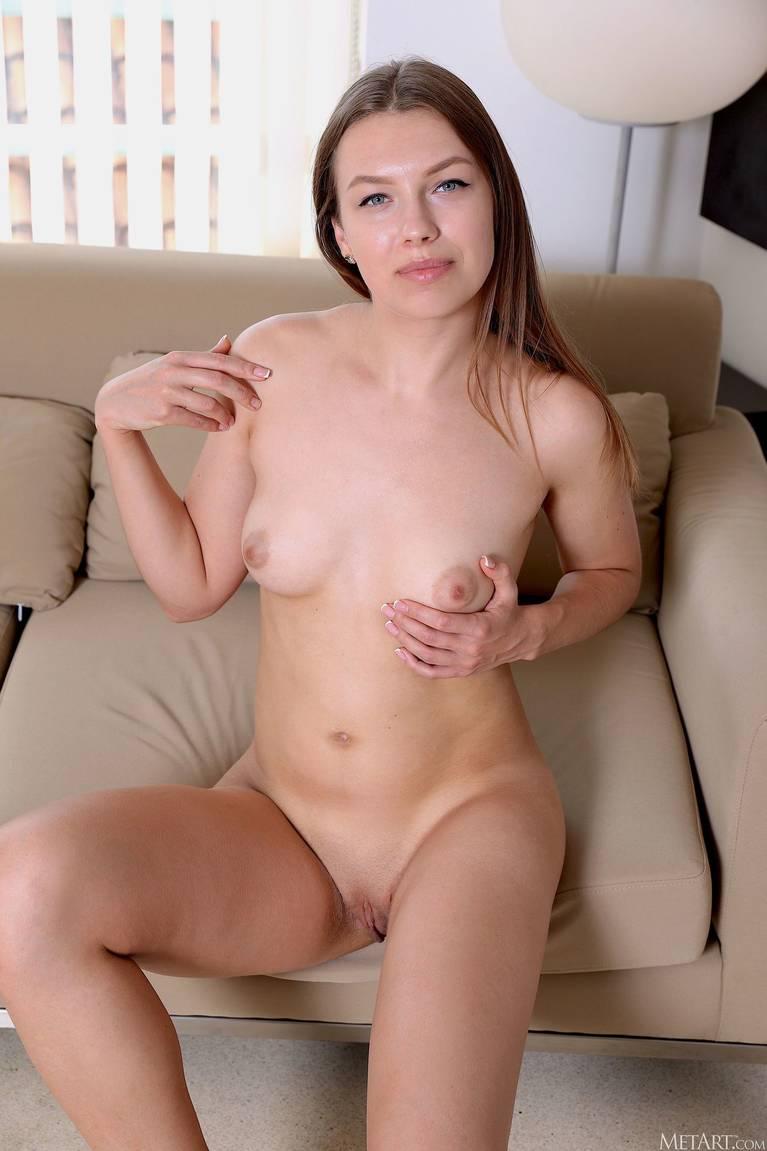Regina Swift Nude 54