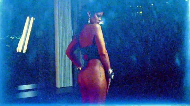 Rihanna Sexy 1
